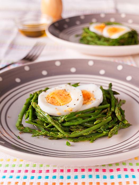 Šparoge s tvrdo kuhanim jajima